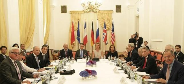 German Foreign Minister Frank-Walter Steinmeier (L) French Foreign Minister Laurent Fabius (3rd L) Chinese Foreign Minister Wang Yi (4th L) European Union High Representative for Foreign Affairs and Security Policy Federica Mogherini (centre row, 2ndR) U.S. Secretary of State John Kerry (4th R) British Foreign Secretary Philip Hammond (3rd R) and Russian Foreign Minister Sergey Lavrov (R) meet in Vienna, Austria July 7, 2015. REUTERS/Leonhard Foeger