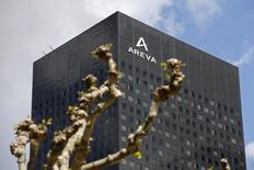Areva est une des vlaeurs à suivre à la Bourse de Paris jeudi en cette journée de résultats trimestriels. Le président de son conseil d'administration, dans une lettre à François Hollande, évoque le reisque d'un échec du plan de sauvetage d'Areva à dix jours de l'accord de rachat par EDF de ses activités dans les réacteurs nucléaires. /Photo prise le 7 mai 2015/REUTERS/Charles Platiau