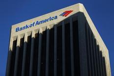 Bank of America, qui a annoncé le remplacement de son directeur financier et de son responsable de la gestion de fortune, à suivre jeudi sur les marchés américains. /Photo d'archives/REUTERS/Mike Blake