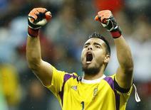 Sergio Romero comemorando durante partida contra a Holanda na Copa do Mundo de 2014, no Brasil.   10/07/2014    REUTERS/Dominic Ebenbichler