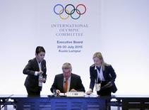 President of the International Olympic Committee (IOC) Thomas Bach (C) prepares to host an executive board meeting ahead of Friday's vote for the host cities of the 2022 Olympic Winter Games and 2020 Youth Olympic Winter Games in Kuala Lumpur, Malaysia, July 28, 2015. REUTERS/Olivia Harris