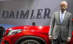 El presidente de Daimler, Dieter Zetsche, posa para los medios antes de la reunión anual de accionistas de la compañía, en Berlín, 1 de abril de 2015. Las automotrices Daimler y Renault dijeron que su nueva planta de producción para autos Mercedes-Benz e Infiniti en la localidad mexicana de Aguascalientes empleará a unas 3.600 personas y tendrá una capacidad inicial de más de 230.000 vehículos. REUTERS/Hannibal Hanschke/Files