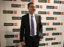 Eric Denoyer, directeur général de Numericable-SFR. Le groupe de télécoms a annoncé un excédent brut d'exploitation (Ebitda) en hausse au deuxième trimestre, malgré une baisse de son chiffre d'affaires, grâce au programme de réduction des coûts mis en place par son propriétaire, Altice, même s'il continue de perdre des clients. /Photo prise le 12 mai 2015/REUTERS/Charles Platiau