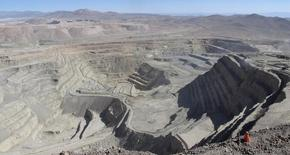 Imagen de archivo de la mina de cobre Zaldívar en Antofagasta, Chile, abr 15 2013. La canadiense Barrick Gold anunció el jueves que vendió un 50 por ciento de su mina de cobre chilena Zaldívar en unos 1.000 millones de dólares al grupo Antofagasta Plc, la que asumirá el control de la operación del depósito. REUTERS/Julie Gordon
