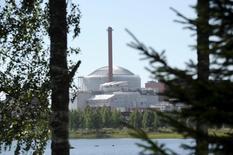 L'opérateur d'électricité finlandais Teollisuuden Voima (TVO) a porté de 2,3 à 2,6 milliards d'euros le montant des indemnités qu'il réclame au consortium associant Areva et Siemens en raison des retards sur le chantier du réacteur nucléaire finlandais Olkiluoto-3. Areva joue un rôle plus actif que Siemens dans le consortium et a notamment la responsabilité du réacteur. /Photo d'archives/REUTERS/Heikki Saukkomaa/Lehtikuva