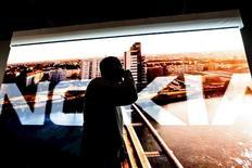 Vista de la junta anual general de Nokia en Helsinki, Finlandia, 5 de mayo de 2015. Un consorcio conformado por las principales automotrices alemanas acordó comprar el negocio de mapas de la empresa finlandesa Nokia, dijeron el domingo dos personas familiarizadas con la operación. REUTERS/LEHTIKUVA/Roni Rekomaa