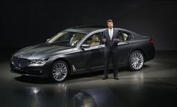 Le nouveau président du directoire de BMW Harald Krüger a fait état mardi de sa volonté de réorienter la stratégie du constructeur automobile allemand afin de le préparer à l'avenir numérique qui se profile pour le secteur. /Photo prise le 10 juin 2015/REUTERS/Michael Dalder