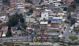 Aros olímpicos são vistos no Parque Madureira, no Rio de Janeiro.  29/7/2015. REUTERS/Ricardo Moraes