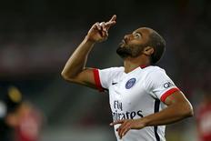 Lucas, do Paris St Germain, comemora seu gol contra o Lille pelo Campeonato Francês no estádio Pierre Mauroy, em Villeneuve d'Ascq, nesta sexta-feira. 07/08/2015 REUTERS/Pascal Rossignol