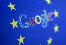 Google s'est vu accorder deux semaines supplémentaires pour répondre aux reproches d'abus de position dominante qui lui ont formellement été adressés par l'Union européenne, a déclaré jeudi un porte-parole du géant américain d'internet. Ce dernier a ainsi jusqu'au 31 août contre une précédente date butoir fixée au 17 août. /Photo d'archives/REUTERS/Dado Ruvic