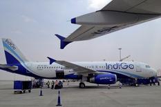 La compagnie indienne IndiGo a signé samedi une commande de 250 monocouloirs de la famille A320neo, la plus importante d'Airbus en termes de nombre d'appareils, qui atteint 26,55 milliards de dollars au prix catalogue. /Photo d'archives/REUTERS/Vivek Prakash