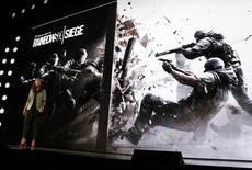 """Ubisoft a annoncé mardi repousser au 1er décembre la sortie de son jeu """"Rainbow Six Siege"""" basé sur l'univers du romancier Tom Clancy. /Photo d'archives/REUTERS/Lucy Nicholson"""