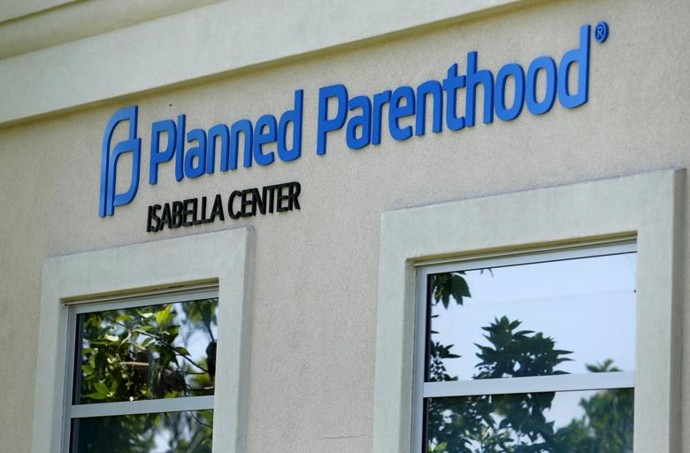 A Planned Parenthood clinic is seen in Vista, California, August 3, 2015.   REUTERS/Mike Blake