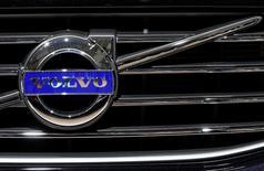 Le constructeur automobile suédois Volvo, propriété du groupe chinois Geely, a fait état mercredi d'un bond de 71% de son bénéfice au premier semestre, une forte demande en Europe ayant éclipsé le ralentissement observé en Chine. /Photo prise le 22 janvier 2015/REUTERS/Yves Herman