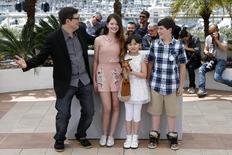 """Diretor Mark Osborne e atores que dublam personagens em """"O Pequeno Príncipe"""" durante competição em Cannes.  22/5/2015.     REUTERS/Benoit Tessier"""