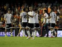 Jogadores do Valencia comemoram vitória sobre o Monaco pela fase classificatória da Liga dos Campeões. 19/08/2014 REUTERS/Heino Kalis