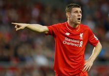 Meia do Liverpool James Milner durante partida contra o Bournemouth, na Inglaterra. 17/08/2015  Action Images via Reuters / Carl Recine Livepic
