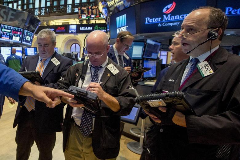 Traders work on the floor of the New York Stock Exchange August 20, 2015. REUTERS/Brendan McDermid