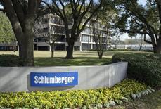 El exterior del edificio de Schlumberger Corporation, en West Houston, 16 de enero de 2015. Schlumberger Ltd, la mayor compañía mundial de servicios de plataformas petroleras, anunció que comprará a la fabricante de equipos para yacimientos de crudo Cameron International Corp en un acuerdo valorizado en 14.800 millones de dólares. REUTERS/Richard Carson