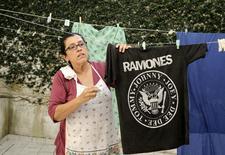"""Atriz Regina Casé em cena do filme """"Que Horas Ela Volta"""". REUTERS/Divulgação/Aline Arruda"""