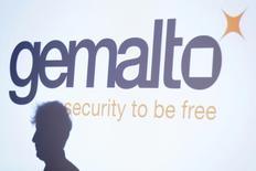 Le spécialiste français de la sécurité numérique Gemalto vise une croissance à deux chiffres de son résultat opérationnel en 2015, après une forte hausse (+33% à 160 millions d'euros) au premier semestre portée par un bond de son chiffre d'affaires (+32%).  /Photo prise le 25 février 2015/REUTERS/Gonzalo Fuentes