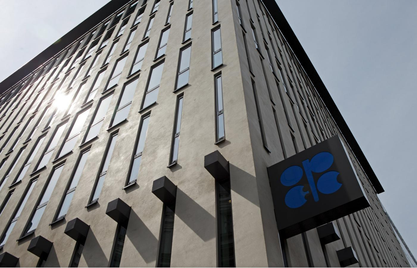 Exclusive: Arab OPEC producers brace for oil-price weakness for rest of 2015