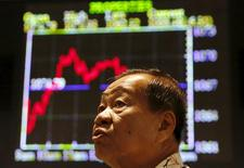 An investor monitors share market prices in Kuala Lumpur, Malaysia, August 25, 2015. REUTERS/Olivia Harris