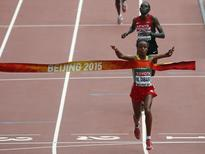 Mare Dibaba of Ethiopia crosses the finish line first to win the women's marathon at the 15th IAAF Championships at the National Stadium in Beijing, China August 30, 2015.  REUTERS/David Gray
