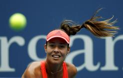 Tenista sérvia Ana Ivanovic durante jogo contra a eslovaca Dominika Cibulkova no Aberto dos Estados Unidos, em Nova York, nesta segunda-feira. 31/08/2015 REUTERS/Mike Segar