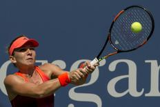 Simona Halep of Romania returns a shot to Marina Erakovic of New Zealand during their match at the U.S. Open Championships tennis tournament in New York, September 1, 2015.  REUTERS/Brendan McDermid
