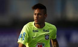 Neymar participa de treino do Brasil em Santiago, no Chile.  19/6/2015.  REUTERS/Ricardo Moraes