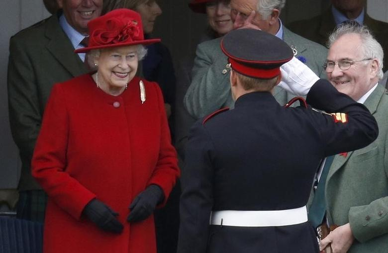 Britain's Queen Elizabeth presents a prize at the annual Braemar Highland Gathering in Braemar, Scotland, Britain September 5, 2015.  REUTERS/Russell Cheyne  -