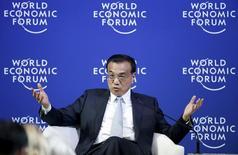 El primer ministro de China, Li Keqiang, durante un evento en Dalian, 9 de septiembre de 2015. Las perspectivas de la economía china son positivas a pesar de que continúa experimentando una presión a la baja, dijo el miércoles el primer ministro Li Keqiang. REUTERS/Jason Lee