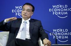 China's Premier Li Keqiang gestures as he answers a question during a meeting with foreign company executives at the World Economic Forum (WEF) in China's port city Dalian, September 9, 2015. REUTERS/Jason Lee