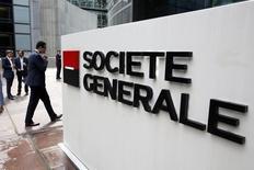 Société Générale, qui a annoncé la nomination de Slawomir Krupa au poste de directeur général de Société Générale Americas, à suivre vendredi à la Bourse de Paris. /Photo d'archives/REUTERS/Charles Platiau