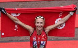 Athletics - Virgin Money London Marathon - London - 26/4/15 Great Britain's Paula Radcliffe poses after finishing the Virgin Money London Marathon Action Images via Reuters / Paul Childs Livepic