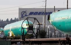 Fuselages de Boeing 737 à l'usine de Renton, dans l'Etat de Washington. Le constructeur américain prévoit de transférer en Chine la finition de certains 737 et devrait annoncer cette nouvelle politique courant septembre à l'occasion de la première visite d'Etat du président Xi Jinping aux Etats-Unis, selon le magazine spécialisé Aviation Week. /Photo d'archives/REUTERS/Jason Redmond