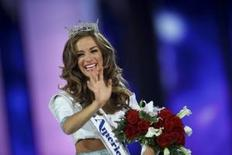 Miss Georgia Betty Cantrell reacts after being crowned Miss America 2016 at Boardwalk Hall in Atlantic City, New Jersey, September 13, 2015. REUTERS/Mark Makela