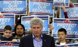 Conservative leader and Canada's Prime Minister Stephen Harper pauses while speaking during a campaign event at a factory in Stittsville, Ontario September 13, 2015. REUTERS/Chris Wattie