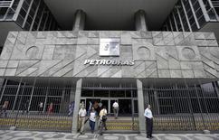 La sede de Petrobras en Río de Janeiro, 24 de septiembre de 2010. La estatal brasileña Petrobras dijo el miércoles que su producción subió un 4,5 por ciento en agosto y alcanzó un máximo histórico de 2,88 millones de barriles de petróleo y gas natural equivalente por día respecto al año anterior. REUTERS/Bruno Domingos