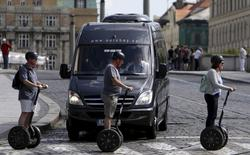 Tourists ride Segways over a pedestrian crossing in central Prague, Czech Republic, September 4, 2015.  REUTERS/David W Cerny
