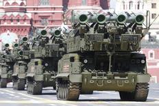 Российские ракетные комплексы БУК-M2 на параде в Москве 9 мая 2015 года. Сирийские военные в последнее время стали использовать новые типы вооружений, поставленных из России, сказал в четверг сирийский военный источник. REUTERS/Sergei Karpukhin