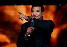 Lionel Richie durante show no Festival de Glastonbury.  28/6/2015.  REUTERS/Dylan Martinez