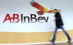 Logotipo da AB InBev na sede do grupo em Leuven (Bélgica). 26/02/2015. REUTERS/Francois Lenoir