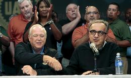 Fiat Chrysler Automobiles (FCA) CEO Sergio Marchionne (R) and United Auto Workers (UAW) union President Dennis Williams shake hands during a news conference in Detroit, Michigan, September 15, 2015. REUTERS/Rebecca Cook