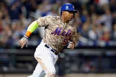 Sep 21, 2015; New York City, NY, USA; New York Mets center fielder Yoenis Cespedes (52) hits a double against the Atlanta Braves during the fifth inning at Citi Field. The Mets defeated the Braves 4-0.  Brad Penner-USA TODAY Sports