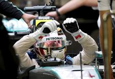 Mercedes Formula One driver Lewis Hamilton of Britain retires from the Singapore F1 Grand Prix night race in Singapore September 20, 2015. REUTERS/Olivia Harris