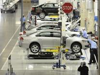 Le scandale des tests truqués de Volkswagen provoque des remous sur le marché des métaux précieux, dont les intervenants craignent une désaffection des automobilistes pour des moteurs diesel qui représentent près de la moitié de la demande mondiale de platine. Le palladium, beaucoup plus employé dans les moteurs essence que diesel, résistait beaucoup mieux. /Photo d'archives/REUTERS/Billy Weeks