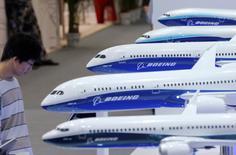 Boeing a annoncé mercredi avoir reçu de Chine des commandes et engagements d'achat pour un total de 250 avions monocouloirs 737 et 50 gros porteurs, d'une valeur globale d'environ 38 milliards de dollars (33,9 milliards d'euros) aux prix catalogue.  /Photo d'archives/REUTERS/Kim Kyung-Hoon