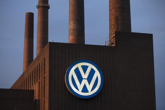9月24日、関係筋によると、フォルクスワーゲンは25日から責任者の処分を開始する。写真はドイツの同社施設。22日撮影(2015年 ロイター/Axel Schmidt)